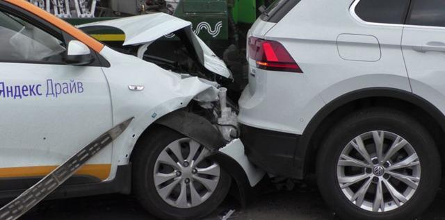 Если попал в аварию на каршеринге или поцарапал автомобиль: что делать, кто платит