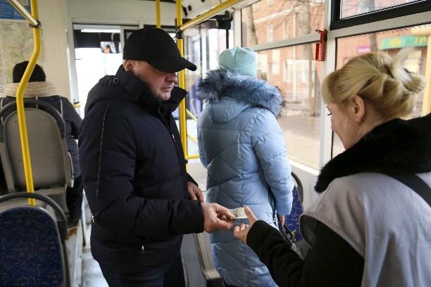 Как оплатить проезд в автобусе в Москве банковской картой