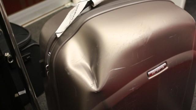 Сломали или разбили чемодан в аэропорту: что делать