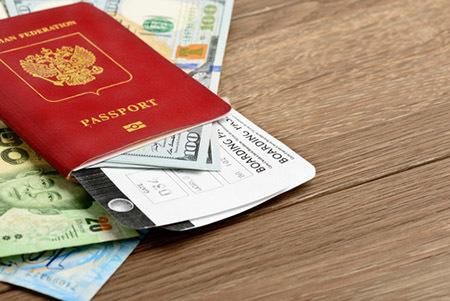 Как декларировать деньги в аэропорту, от какой суммы